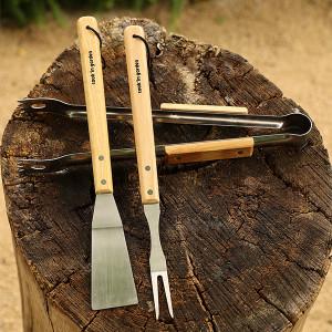 Accessoires - Set de 3 ustensiles, en inox et en bois.